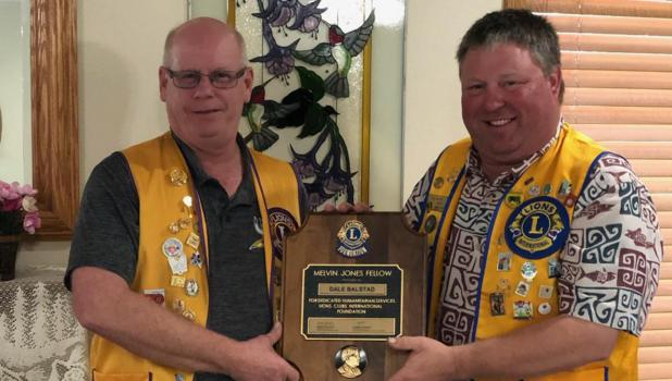 Pictured: Darrel Olson (left) presenting Dale Balstad (right) the Melvin Jones Award.