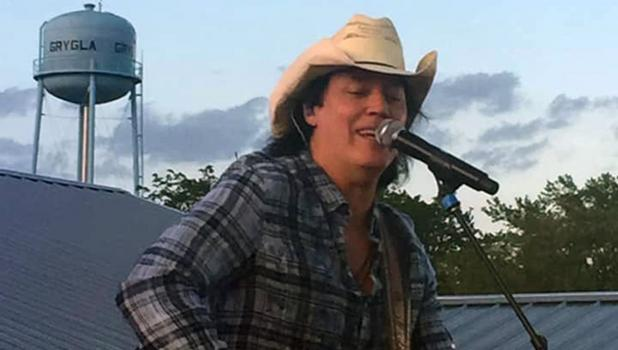 Country music artist, David Lee Murphy, took the stage in Grygla last Friday night! Photo courtesy of Jaclyn Moe